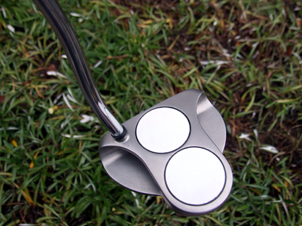 1121 – ODYSSEY WHITE HOT 2-BALL MID